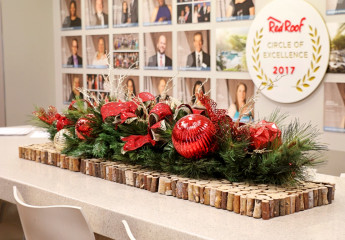 Commercial Holiday Centerpiece